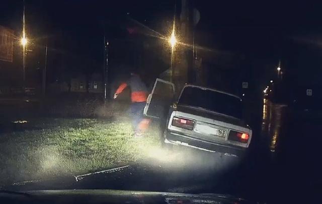 В Сызрани пьяный водитель, удирая от сотрудников ГИБДД, врезался в ЛЭП