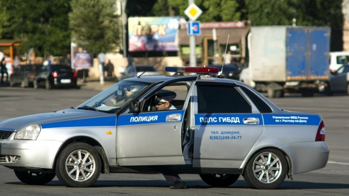 На Дону пьяный водитель протаранил припаркованную машину с двумя детьми
