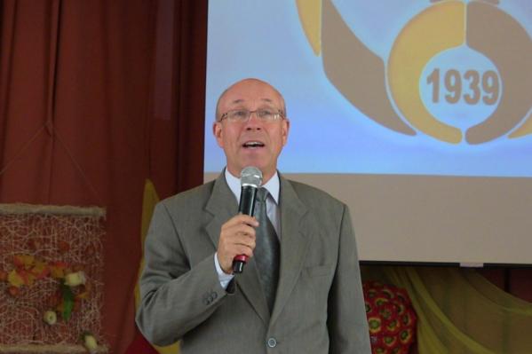 Виктор Макаренко является заслуженным учителем России