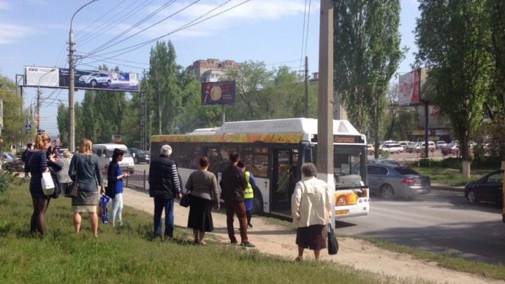 В центре Волгограда сломался автобус «Питеравто»