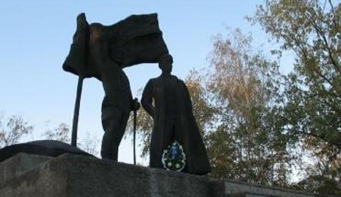 Памятник казакам-революционерам будет отремонтирован за 6 млн рублей