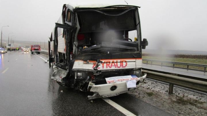 Автобус из Таганрога попал в смертельное ДТП в Липецкой области