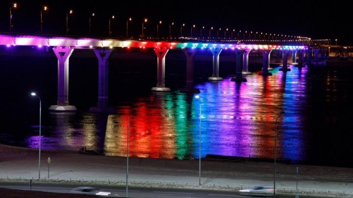 «Танцующий» мост Волгограда раскрасят в цвета российского флага