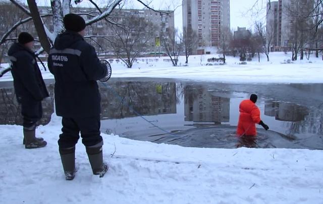 Подросток провалился в пруд на Нефтестрое