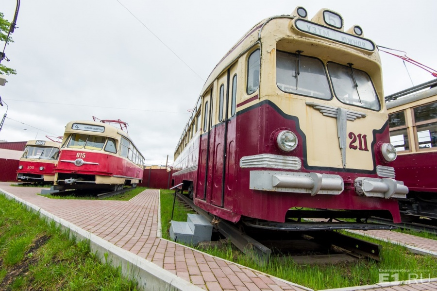 В депо есть и музей. Какие-то трамваи ещё можно встретить на улицах Екатеринбурга, а какие-то уже нет.