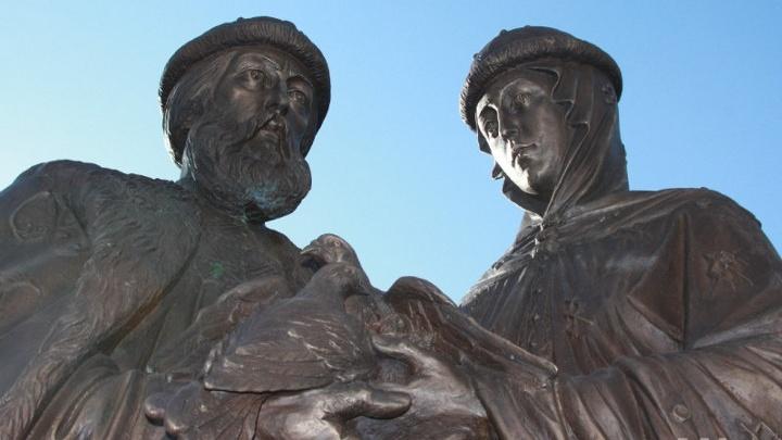 В Волгоградской области появился близнец памятника Петру и Февронии на набережной