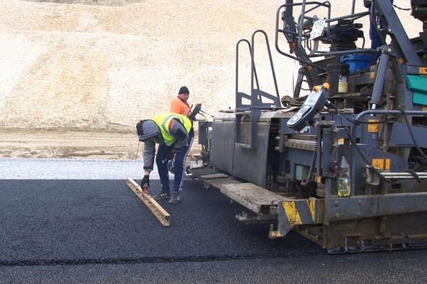Дорожники заканчивают ремонт на набережной имени 62-й Армии