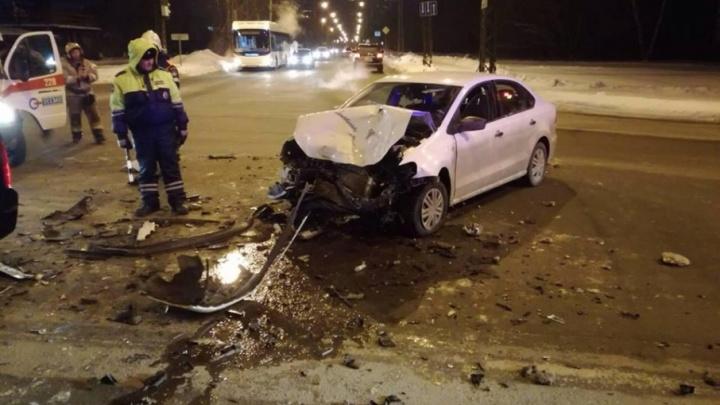 В Тольятти при столкновении Volkswagen и Nissan пострадал 13-летний подросток