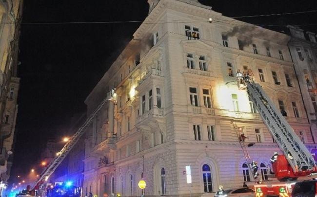 На улице до сих пор пахнет гарью: как ярославский ресторатор помогал при пожаре в Праге