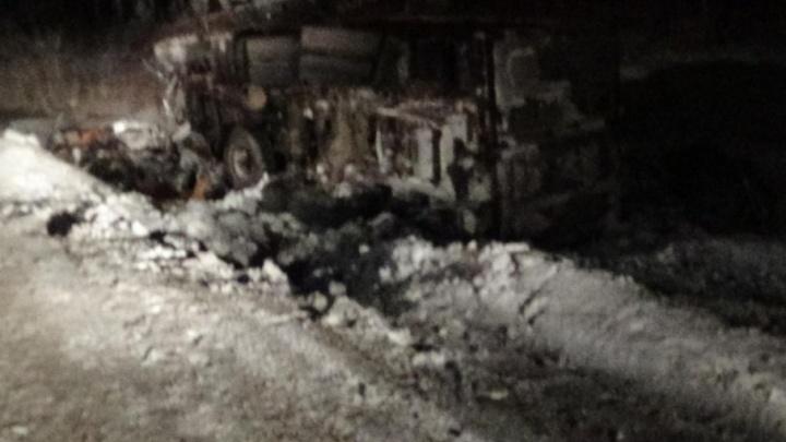 На трассе в Челябинской области легковушка влетела в два грузовика