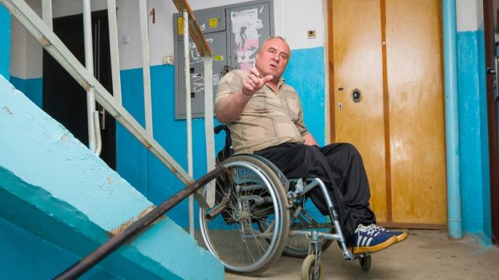 «Не до жиру»: инструктору по инвалидным креслам в Челябинске отказали в пандусе