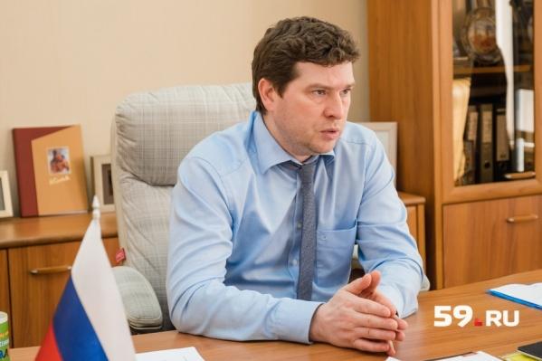 Министр соцразвития Павел Фокин сообщил, что в прошлом году с нарушениями из семьи изъяли только одного ребенка