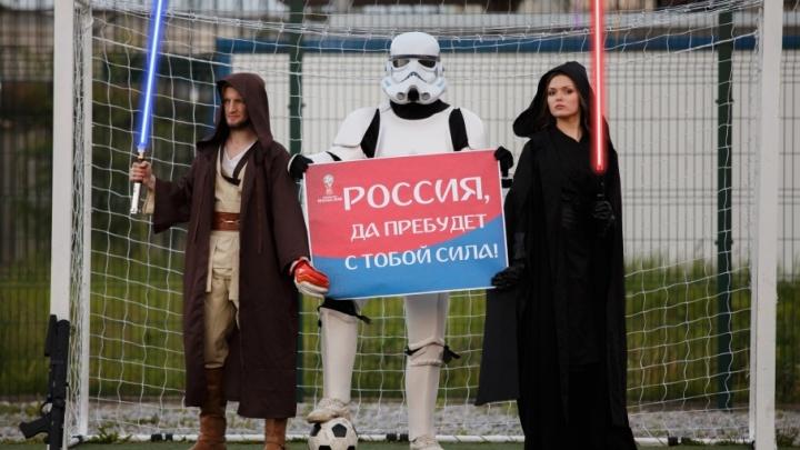В Ярославской области сборную России по футболу поддержали конь, джедаи и памятник