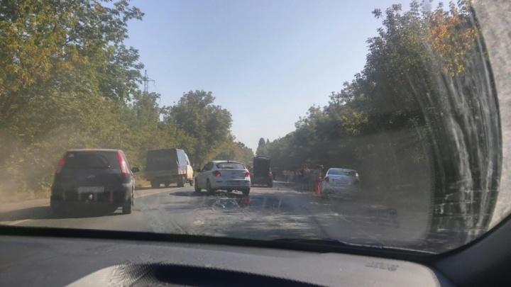 ДТП с участием трех машин спровоцировало пробку на Красноглинском шоссе