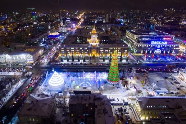 Именно в Екатеринбурге установили самую дорогую и высокую ёлку