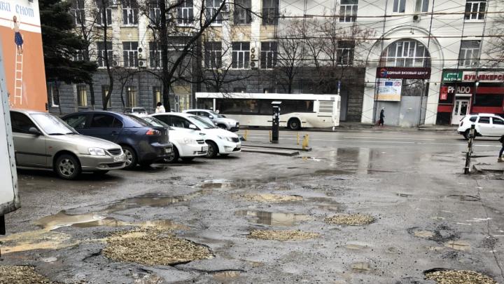 Ростовчанин за свой счет отремонтировал дорогу в центре города
