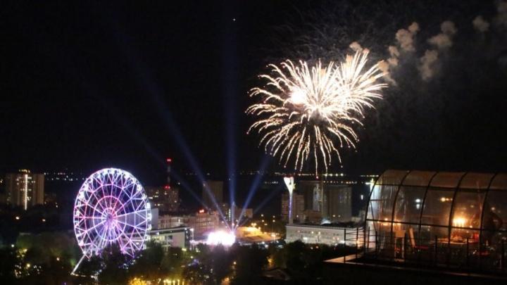 Cмотрим за две минуты: фейерверк в честь Дня Победы из десяти городов России