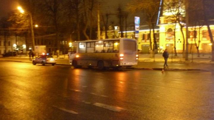 Слишком резкий водитель: в ярославской маршрутке растрясло бабушку