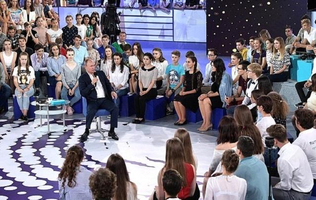 Президент Владимир Путин оставил без ответов вопросы детей из Волгограда