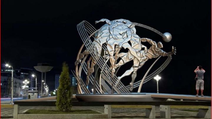 Московский художник предлагает установить в Самаре скульптуру, посвященную футболистам