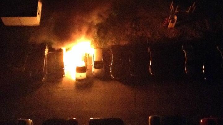 Во дворе на улице Сперанского сожгли машину для перевозки инвалидов