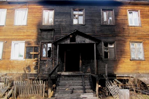 Дом и до пожара был в плохом техническом состоянии, хоть и не признавался аварийным
