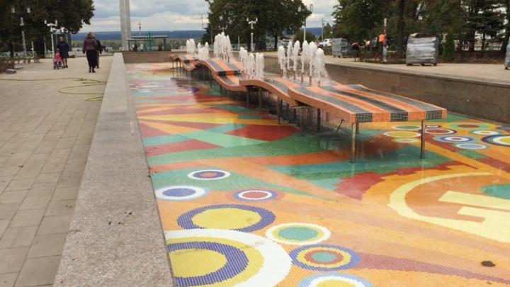 В Самаре включили заново собранный фонтан напротив площади Славы