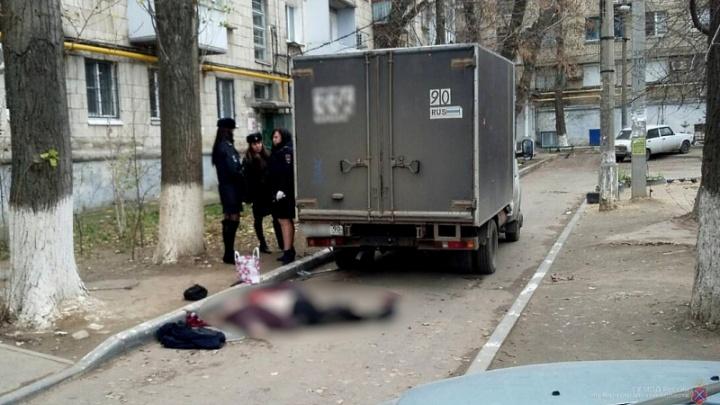 Во дворе на проспекте Жукова грузовик из Москвы раздавил женщину