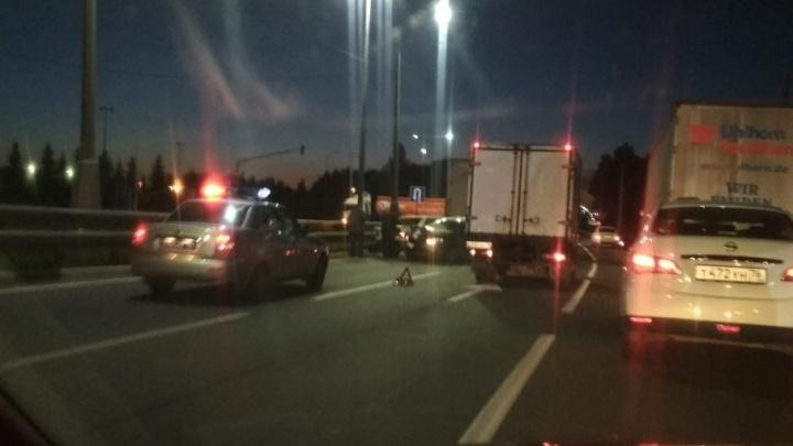 Отказали тормоза: на въезде в Ярославль столкнулись пять машин
