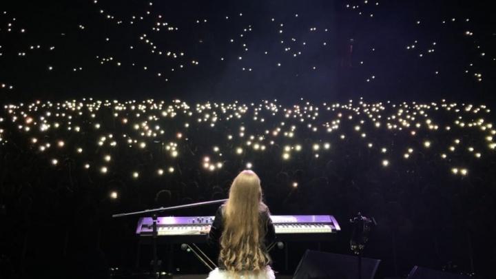 Выполнил обещание: 10-летняя девочка, не попавшая на проект «Голос», спела на концерте Басты
