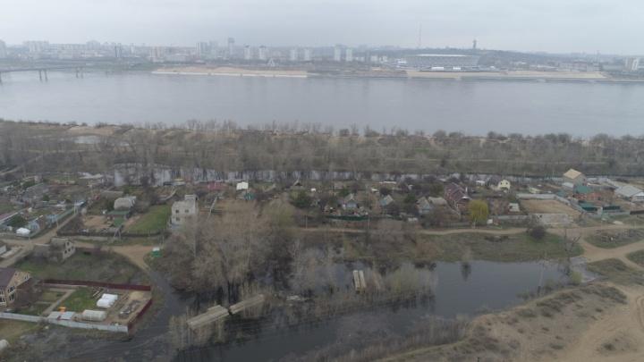 Напротив Волгограда большая вода подобралась к домам хутора Бобры