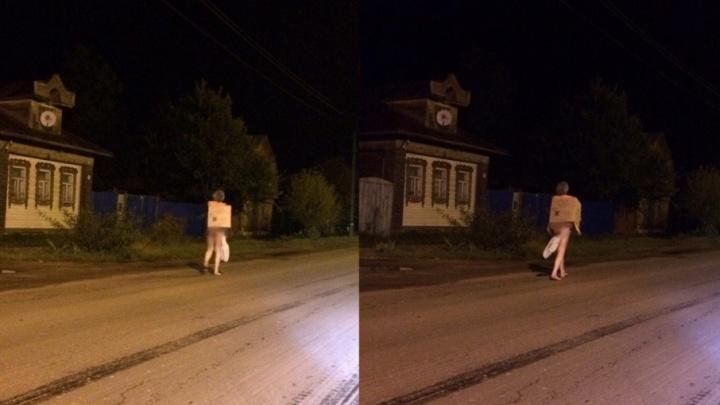 Ярославец прогулялся голым в костюме из картонной коробки