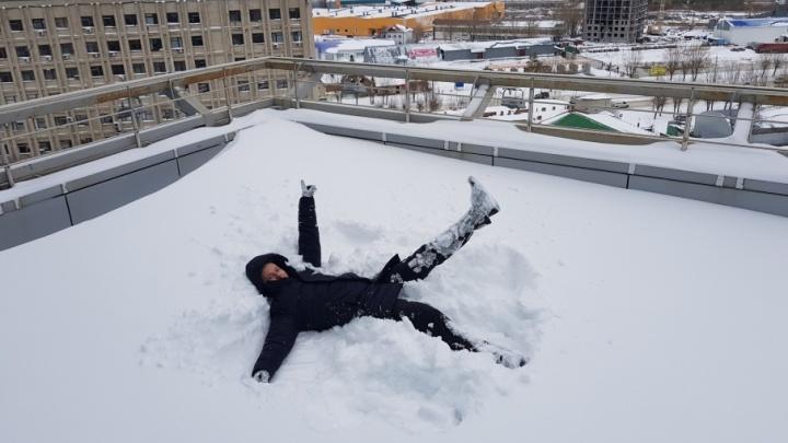 Счастливые люди, радостные собаки и пара недовольных котов: несколько идей от тюменцев, как радоваться снегопаду