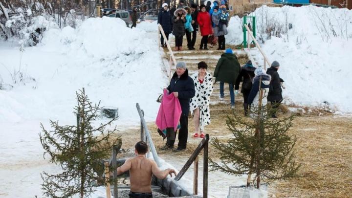 Окунаться в прорубь придётся при двадцатиградусных морозах: погода на Крещение в Тюмени