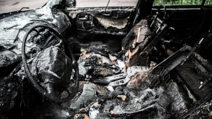 На юге Волгограда ночью неизвестные сожгли иномарку управляющего ТСЖ
