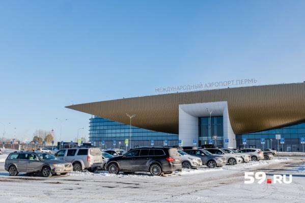 Аэропорт продолжает работать в штатном режиме, успокаивают в учреждении