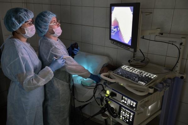 Эндоскопические операции и диагностические процедуры выполняются без разрезов, через естественные пути
