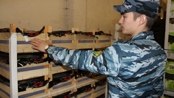 Раздавили санкционные продукты: в Перми после проверки базы за раз уничтожили полтонны гранатов