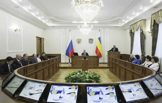 Чиновники Ростовской области по уровню зарплат заняли второе место в ЮФО