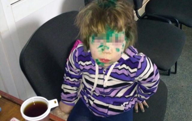 Житель Копейска подобрал на улице трёхлетнюю девочку, искавшую маму