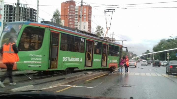 В Перми из-за схода трамвая с рельсов остановлено движение электротранспорта по Петропавловской
