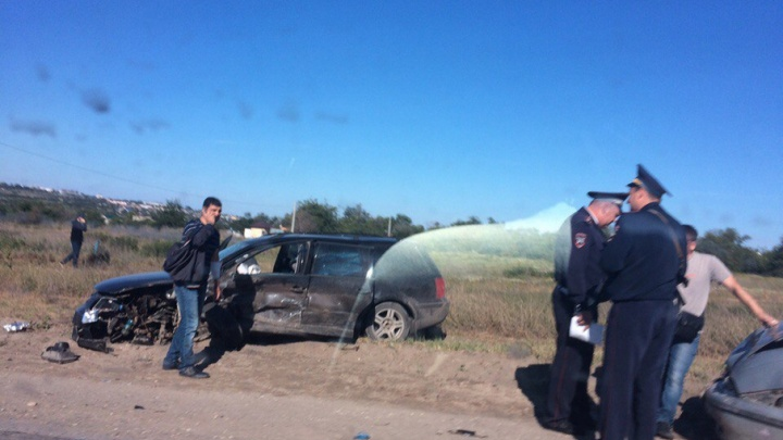 В Волгограде у птицефабрики столкнулись три автомобиля