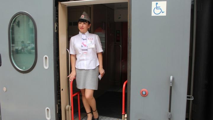 Душ, утюг, Wi-Fi и открывалка: Волгограду показали новые вагоны
