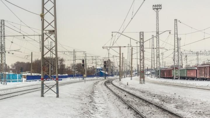 Лежал на рельсах: под Самарой поезд насмерть задавил мужчину