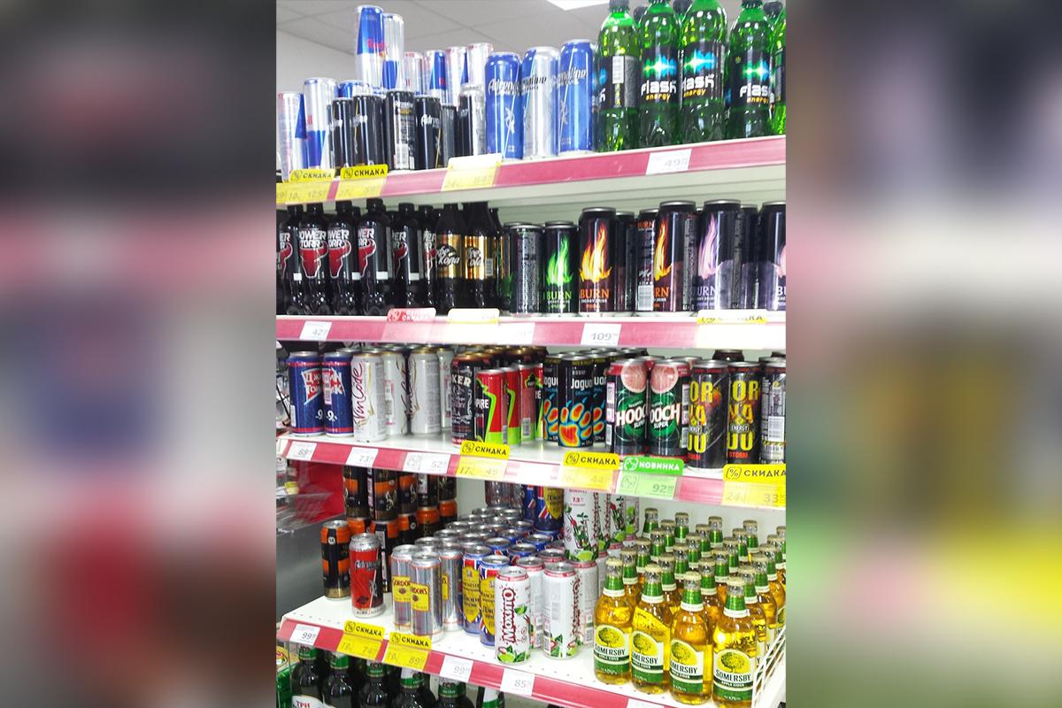 Челябинцы сомневаются, законно ли торгуют энергетиками в магазинах города