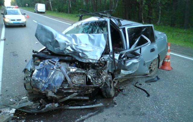 В страшном лобовом столкновении под Ярославлем погиб водитель «Нексии»