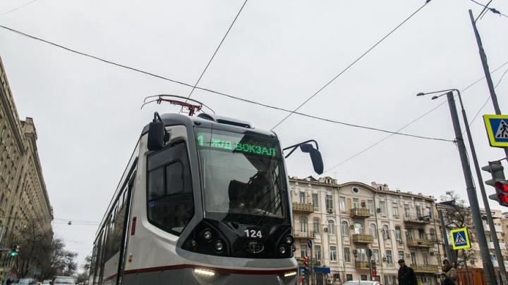 Пассажиры трамвая терпели жару из-за того, что вагоновожатой мешал кондиционер