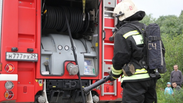 В Ломоносовском округе в бытовке сгорел человек