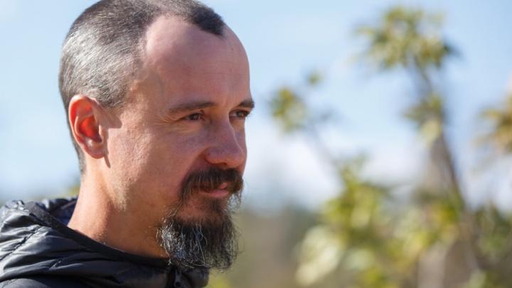 Жизнь с чистой дороги: путешественник из Нижнего Новгорода идет пешком вдоль Волги
