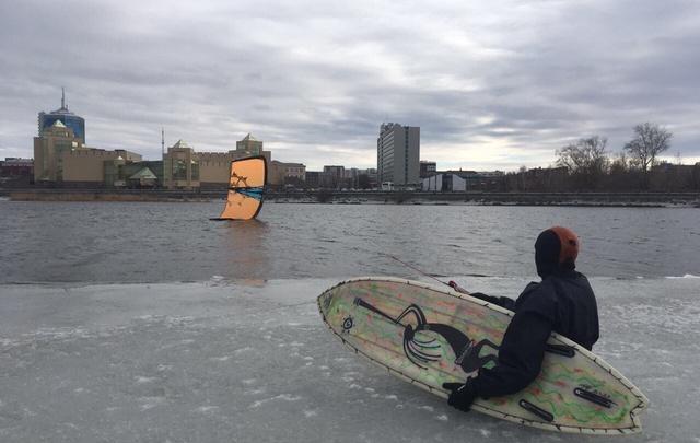 Челябинские кайтеры открыли «летний» сезон на реке Миасс